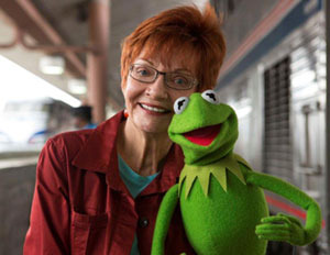 Kidzworld reporter with Kermit on set