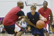 Justin Bieber Schools Manager at Basketball - Real or Fake?
