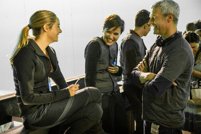 Shailene with Divergent author Veronica Roth and director Neil Burger