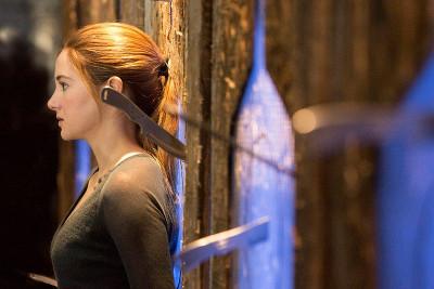 Tris (Shailene Woodley) in dangerous training