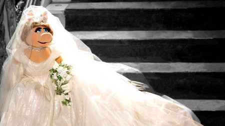 Miss Piggy in her gorgeous wedding gown