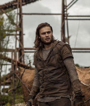 Shem (Douglas Booth) helps build the ark
