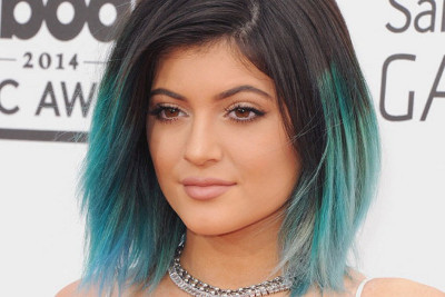 Kylie Jenner looks cute with cobalt blue