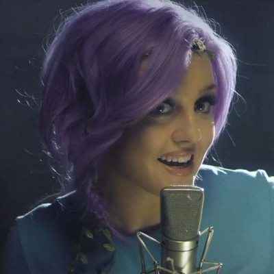 Perrie looks very nice in violet