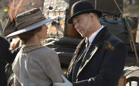 Pearly (Russell Crowe) confronts Beverly (Jessica Brown Findlay)