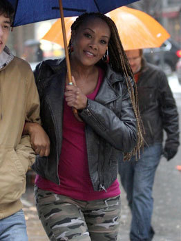 Vivica Fox on set