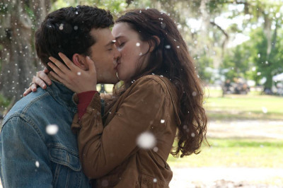 Ethan and Lena in Beautiful Creatures