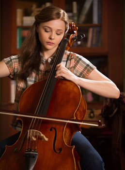 As Mia, Chloë on the cello