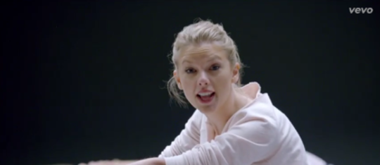 Fresh Vid: Taylor Swift's Shake it Off!