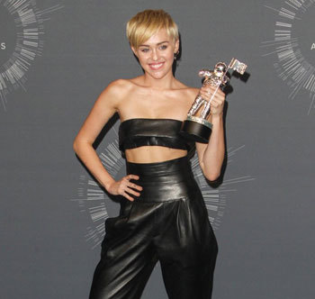 Miley with her Video of the Year trophy