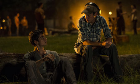 Director Wes Ball talks to Dylan O'Brien on set