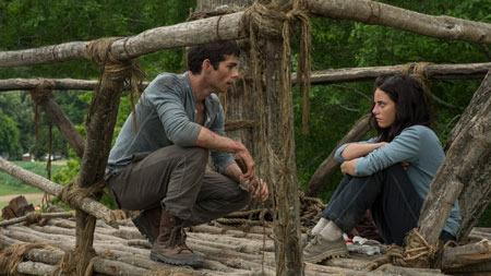 Thomas (Dylan O'Brien) tries to talk Teresa (Kaya Scodelario) down