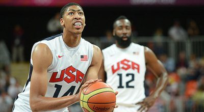 Anthony Davis focuses on making a free throw