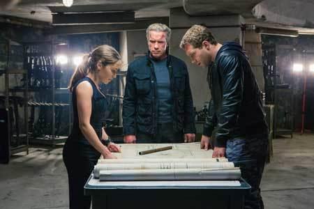 Older terminator, Sarah and Kyle make plans