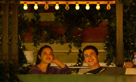 Zach (Dylan) likes Hannah the girl next door (Odeya)