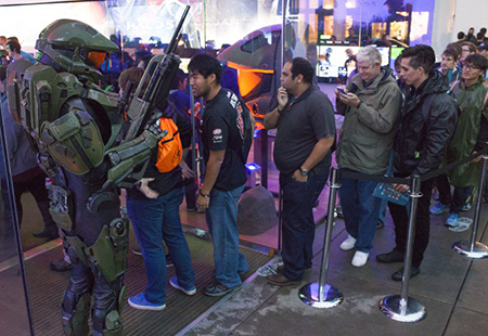 Fans line up in anticipation of Halo 5's launch!