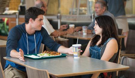 Wesley (Robbie Amell) advises Bianca (Mae Whitman)