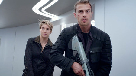 Four (Theo James) tries to save Tris (Shailene Woodley)