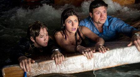 Blake (Alexandra), Ben (Hugo) and his bro hope for rescue