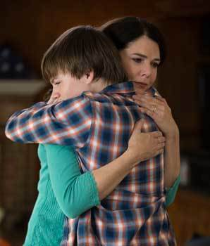 Justin is comforted by his mom (Lauren Graham)