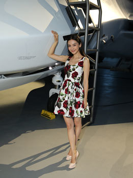 Grace (Angelababy) next to fighter jet