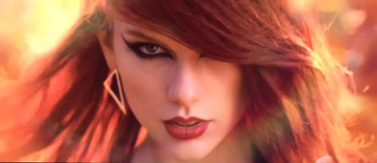 Taylor Swift is a Fangirl - For a Fan!
