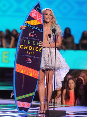 Britney Spears accepting her Candie's Choice Style Icon Award