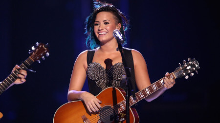 Demi performing live
