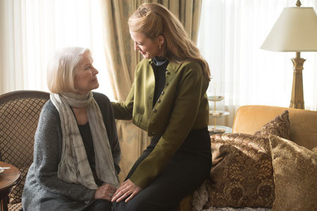 Adaline (Blake Lively) with her daughter Flemming (Ellen Burstyn)