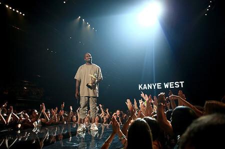 Kanye West received the Michael Jackson Vanguard Award