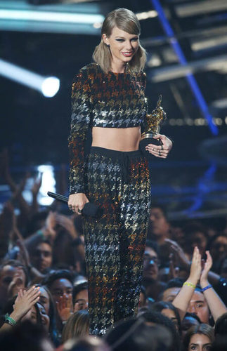 This is not our fave Taylor outfit