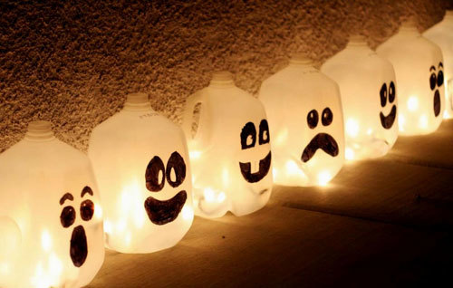 You can make your own Halloween decorations
