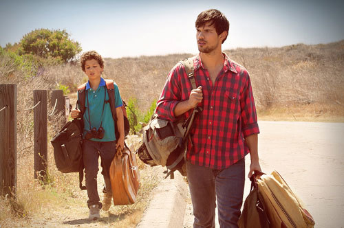 Rey (Taylor Lautner) and little bro on the road