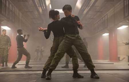 Ringer (Maika) and Ben (Chris Robinson) in combat practice