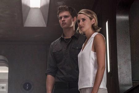 Tris and Caleb at Bureau Headquarters