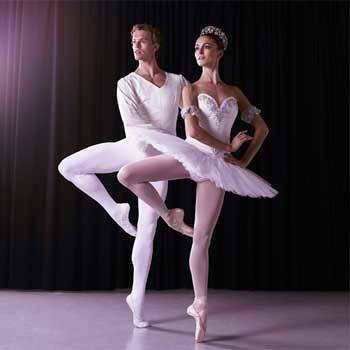 Female and male ballet dancers