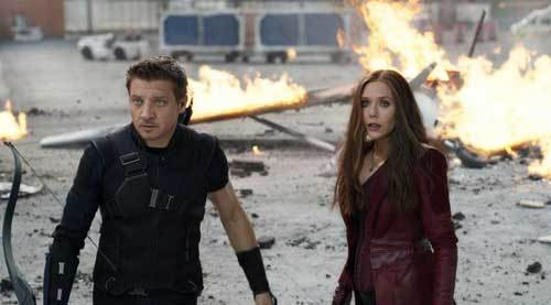 Hawkeye and Scarlet Witch in battle