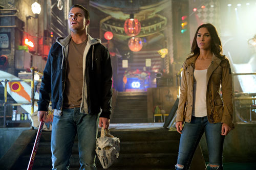 Casey (Stephen Amell) with April (Megan Fox)