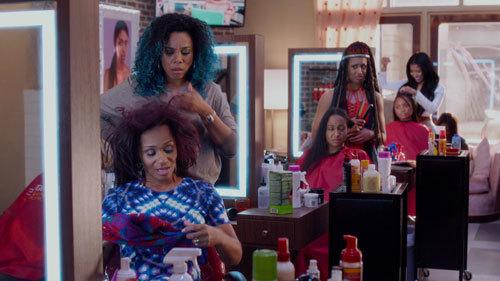 Regina Hall and the salon side girls
