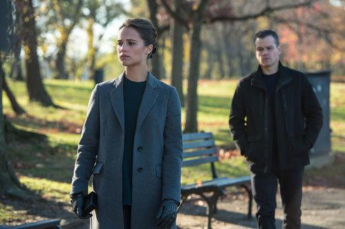 Bourne (Matt) meets with cyber expert Heather