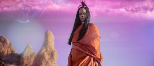 Rihanna's Sledgehammer Inspired by Star Trek Beyond!