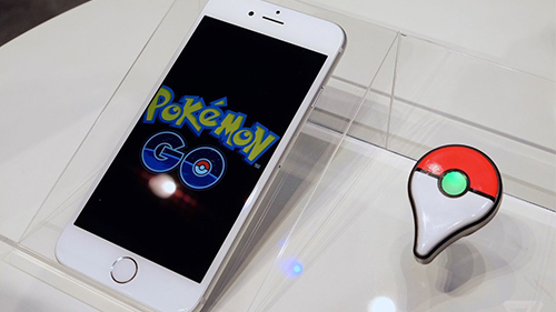 A look at the Pokémon GO Plus accessory to let you caputre Pokémon without your phone out.