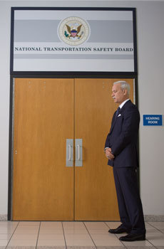 Sully (Tom Hanks) waits for the NTSB hearing on the crash