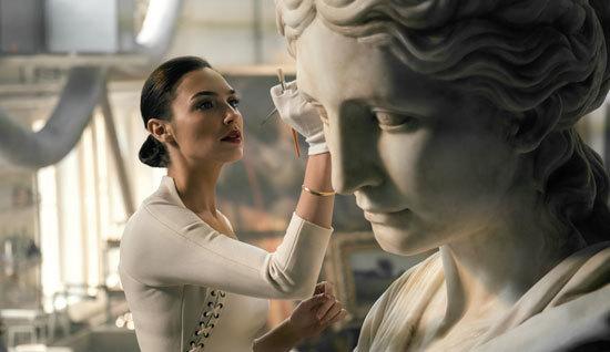 Diana Prince (Gal Gadot) at work