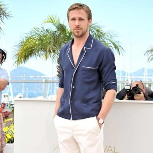 Ryan Gosling looks cool and comfortable in his daytime jammies