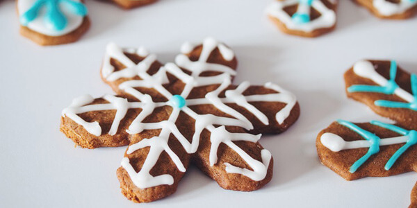 Feature gingerbread snowflakes gifts feat