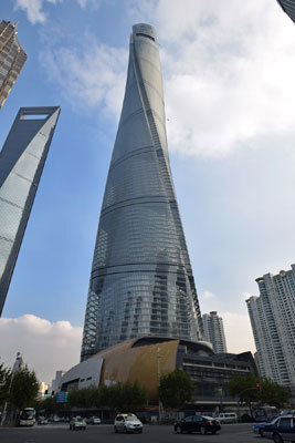 Twisty, wind-resistant Shanghai Tower