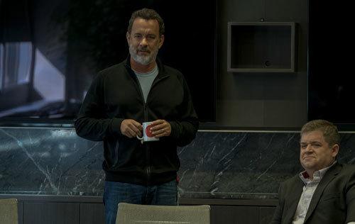 Bailey (Tom Hanks) with Stenton (Patton Oswalt)