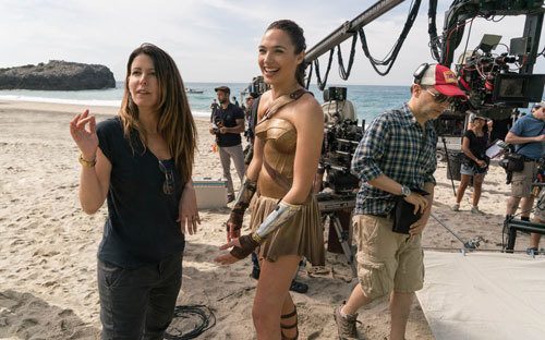 Director Patty Jenkins on set with Gal Gadot