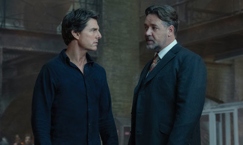 Nick (Tom Cruise) confronts Dr. Jekyll (Russell Crowe)